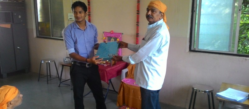 Our CSR Executive thanking the Trainer of meditation programme on the behalf of Wagons Skill Foundation.